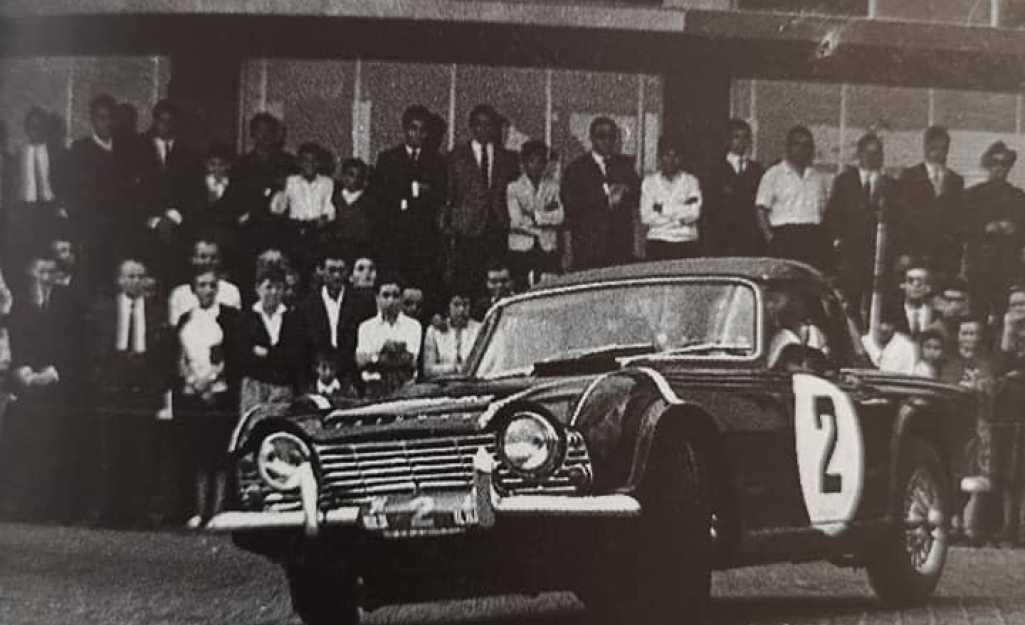 Zeca da Cunha na Prova de Perícia na Avenida do Mar - Triumph TR4 - 1965
